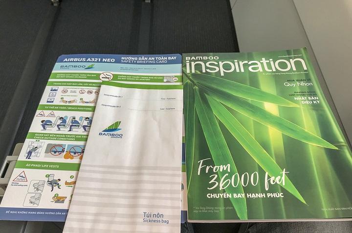Tại mỗi ghế ngồi cũng có tạp chí Insparation của Bamboo Airways