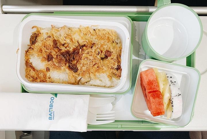 Đường bay dài giữa Hà Nội và TP. Hồ Chí Minh thì có suất ăn nóng
